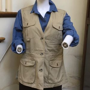 Active vest with 6 pockets. Ww05